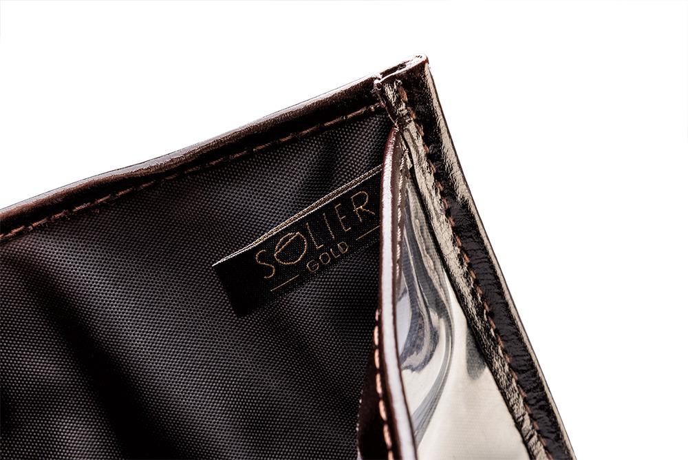 d529be3aa2721 ... Skórzany portfel męski na paszport SOLIER SW07 ciemnobrązowy ...