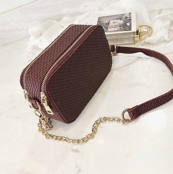 Elegancka torebka z łańcuszkiem bordowa