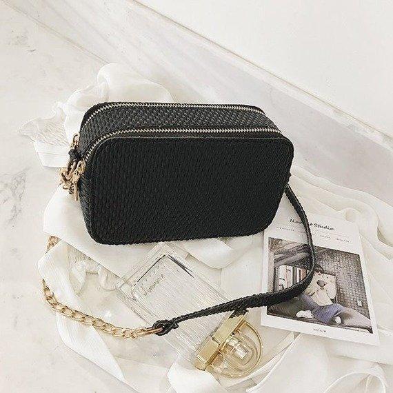 Elegancka torebka z łańcuszkiem czarna