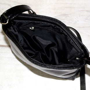 Torebka skórzana listonoszka DAN-A T303 czarna